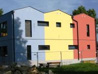 """Neuer Vollwärmeschutz-Mit der """"Neueinkleidung"""" eines Hauses lässt sich nicht nur eine äußerliche Veränderung erreichen sondern auch eine maßgebende Energieersparnis durch den Vollwärmeschutz"""